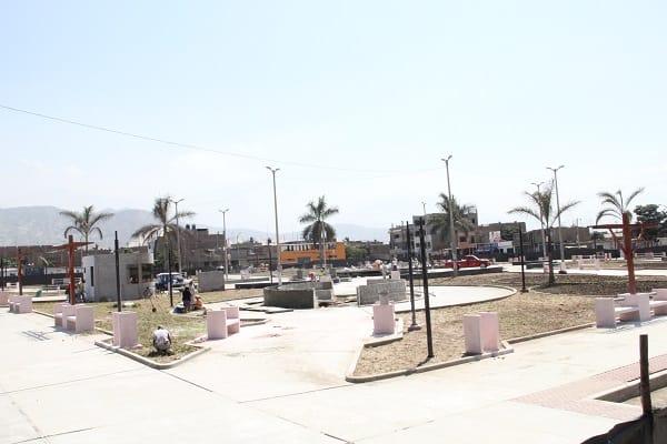 Municipalidad  de El Porvenir Casi culmina moderna plaza de armas  por más de 2 millones de soles  en Gran Chimú