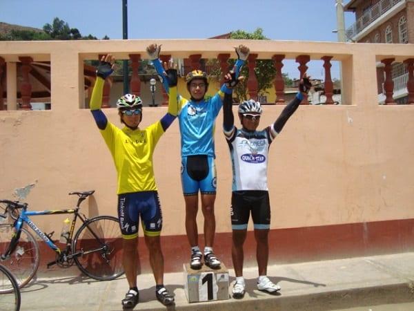 PAREDES Y LOZADA TRIUNFARON EN TORNEO REGIONAL de Ciclismo