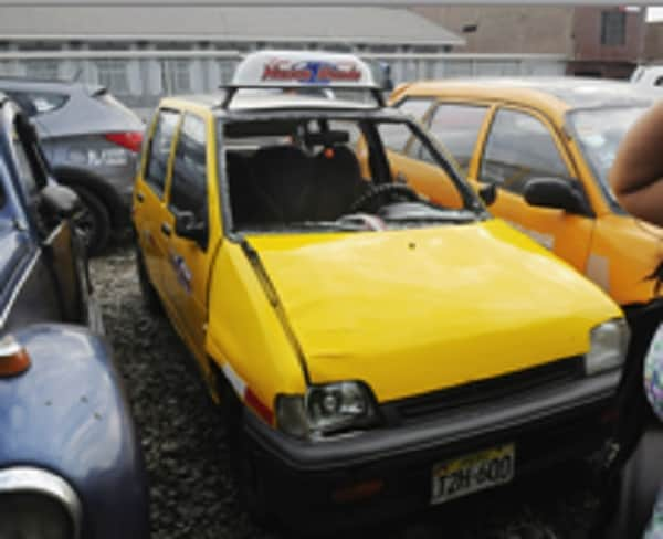 Taxi atropella a mujer en Víctor Larco