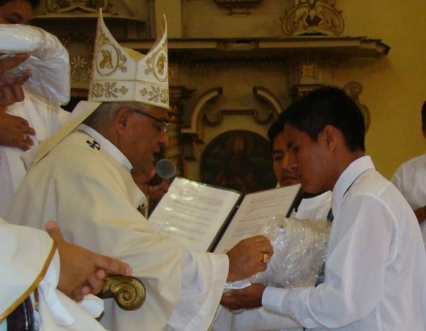 Arzobispo entregará  albas y sotanas a seminaristas