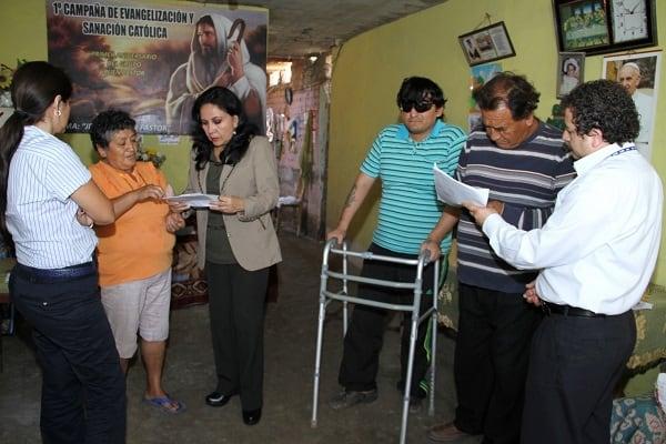 Subvenciones económicas humanitarias entregó ayer Gloria Montenegro
