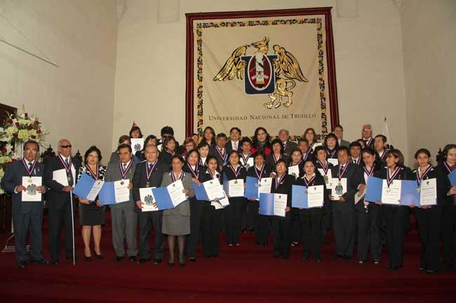 Municipalidad-entregará-medalla-y-diploma-de-honor-a-100-maestros