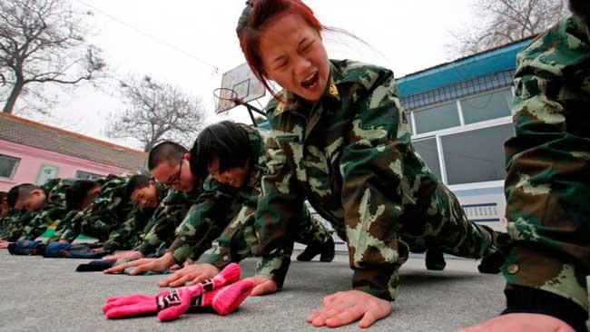 China-tiene-400-campamentos-militares-para-adictos-a-internet