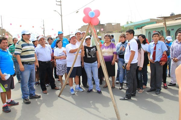 Inauguran pistas y veredas en Barrio 5