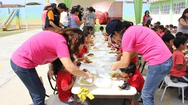 Niños festejaron el Día del Pollo a la Brasa en Trujillo