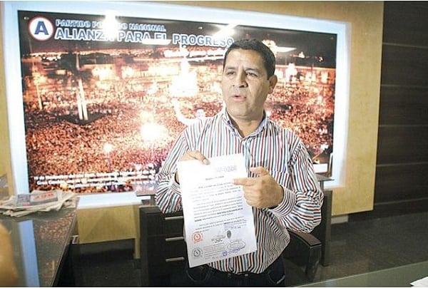 También falsificaron rúbrica de abogado para presentar tacha contra Carlos Vásquez