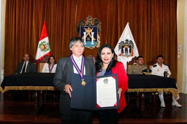 Municipalidad-reconoció-a-4-docentes