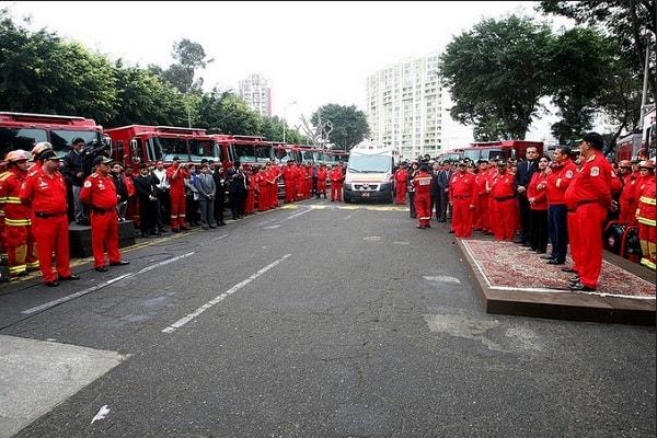 Presidente Humala entrega vehículos y ambulancias al Cuerpo General de Bomberos