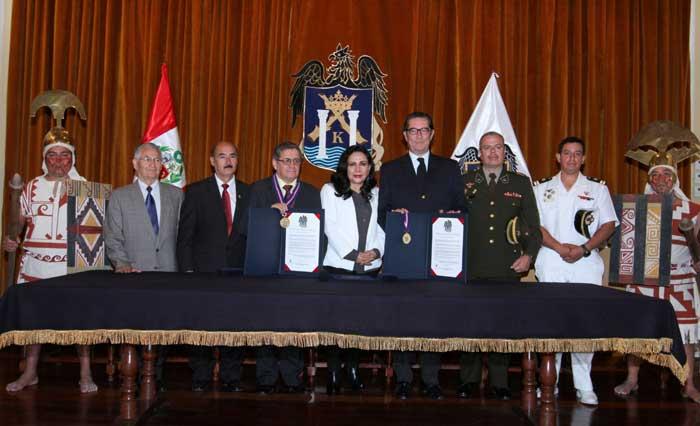 Restauradores-de-las-Huaca-del-Sol-y-La-Luna-fueron-reconocidos
